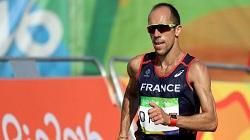 دونده فرانسوی از حال رفت ولی تا خط پایان ادامه داد! پیادهروی 50 کیلومتر المپیک ریو
